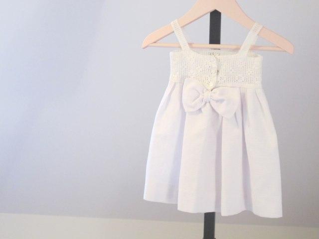 vestido blanco bebé