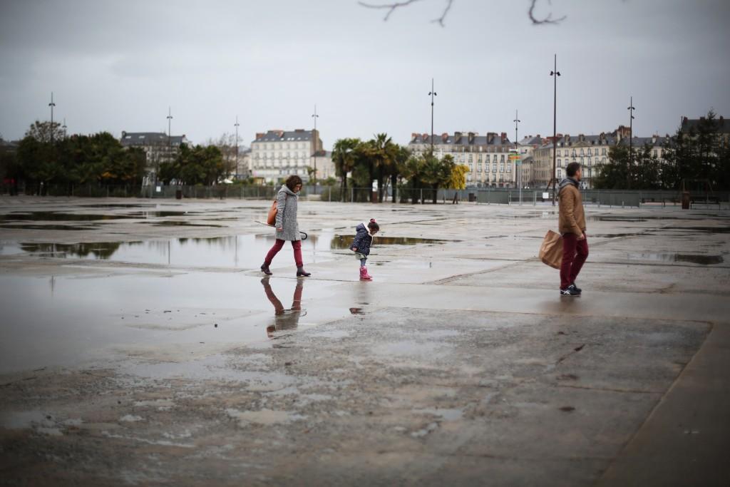 Sesión fotos familia Nantes urbana con la fotógrafa Alexandra Beal